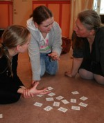 Med Musikteorispelet NOT o TON leker man sig till kunskap. Lika kul för barn som för vuxna. Det memorysinpirerade muikteorispelet är utvecklat av Kit Gunnarsson, NOT o TON.